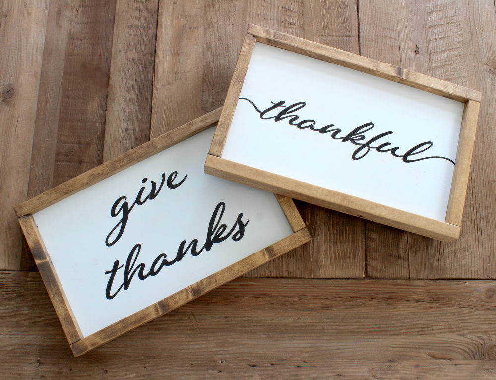 Reversible Wood Signs for the Holidays!