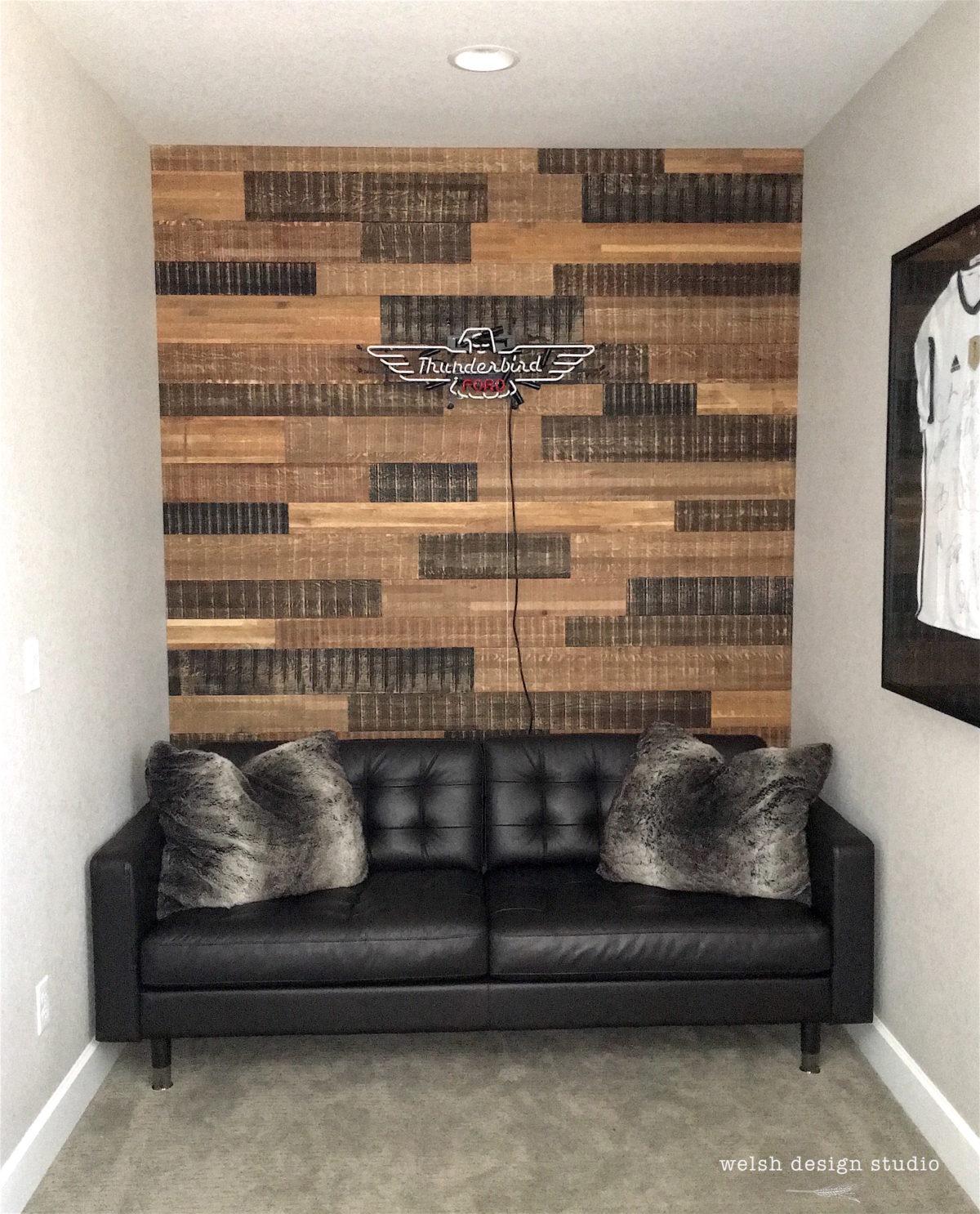 Boy S Bedroom With Feature Wall: Reclaimed Wood Wall In Teen Boy's Bedroom